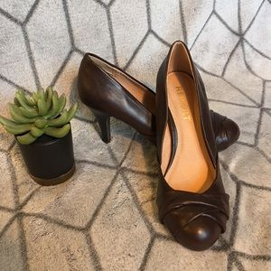 Report brown heels size 6.5